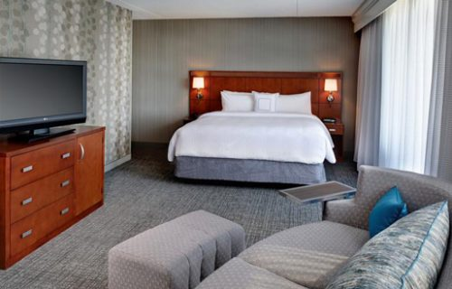 courtyard_by_marriott_detroit_downtown_room2