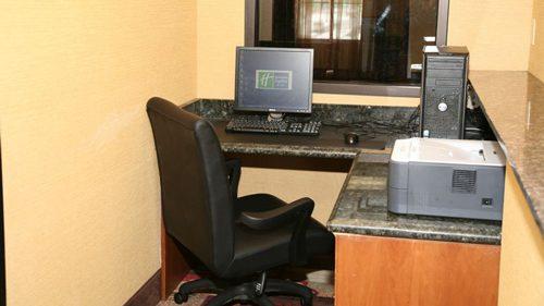 holiday_inn_express_suites_detroit_business_center