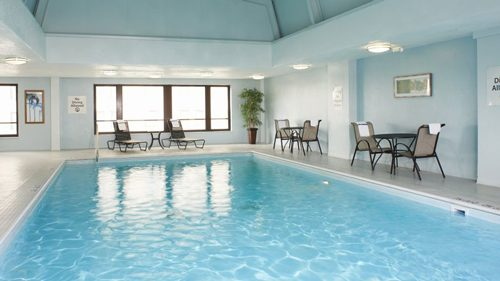 holiday_inn_express_suites_detroit_swimming_pool