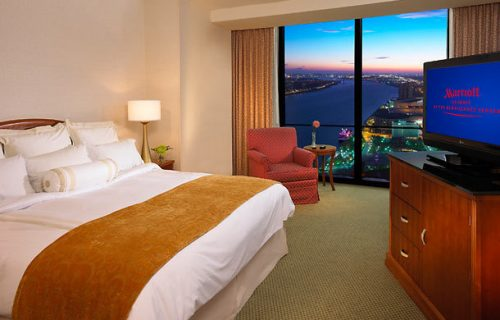 marriott_renaissance_center_room